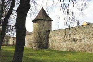 Poličské hradby